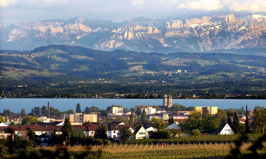 Die RWU Hochschule Ravensburg-Weingarten liegt nah am Bodensee.